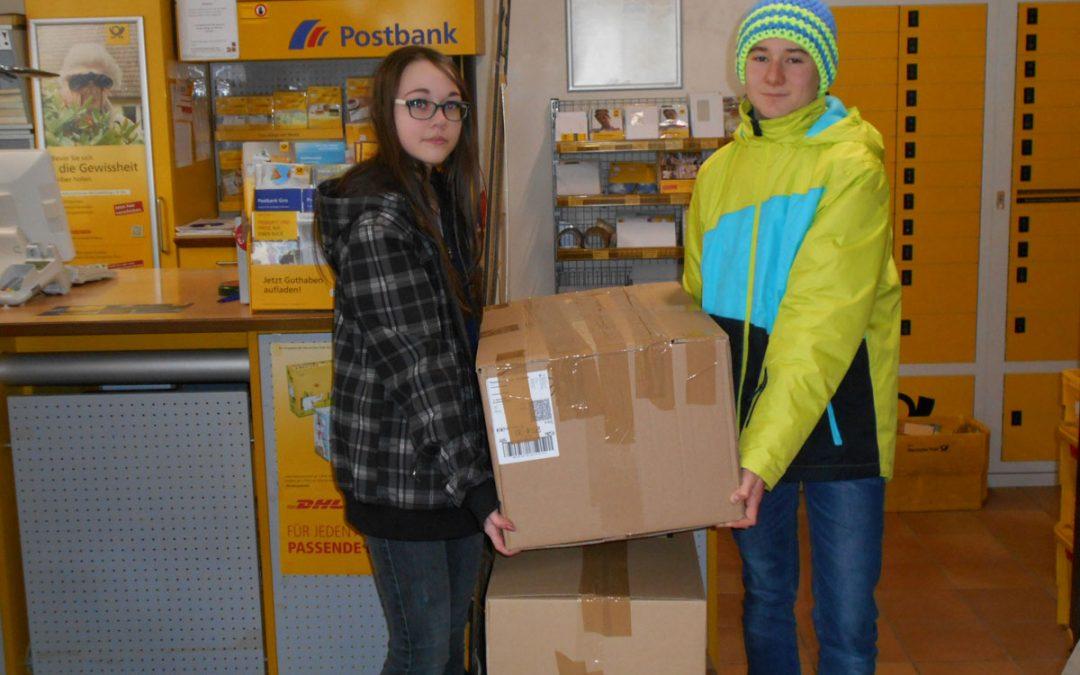Acht Kartons für Zeltschule-Kinder – 5-9