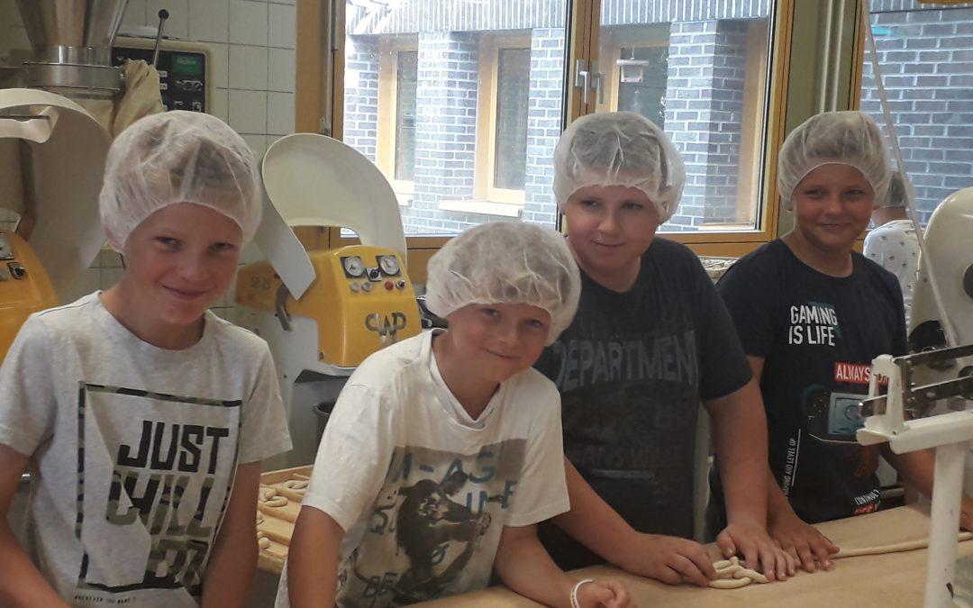 """Besuch in der """"Backstube"""" des Berufsbildungswerks Abensberg (Klasse 5)"""