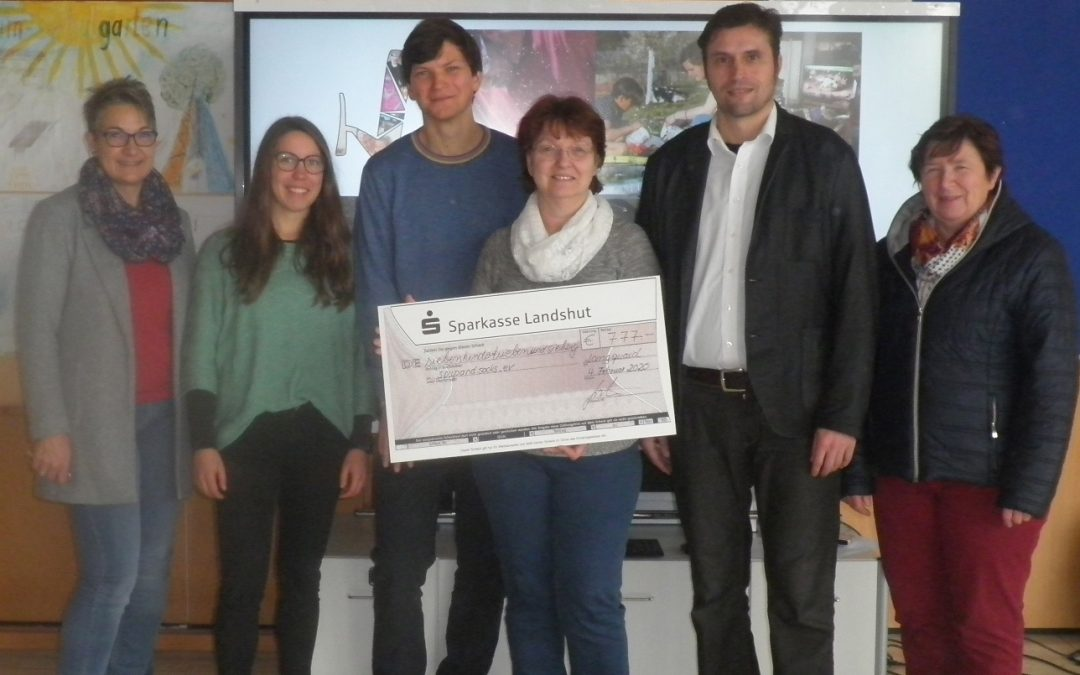 "777 Euro für ""Soup&Socks""  – Franziska-Obermayr-Schule spendet für Flüchtlingsprojekt"