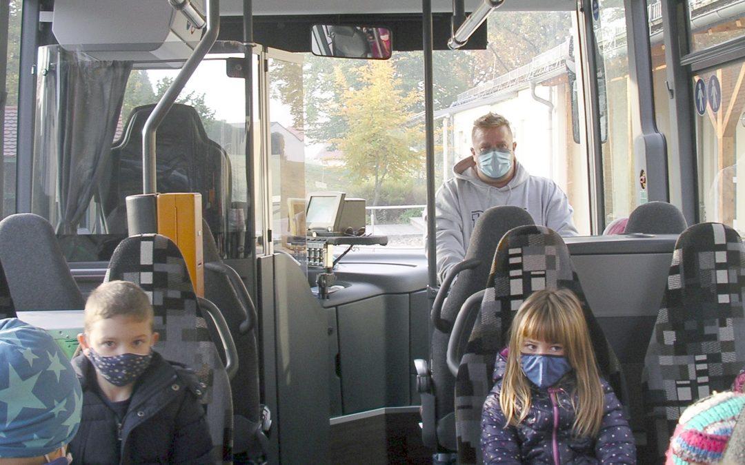 Klassen 1a und 1b: Bus-Training durch Omnibus Schmid