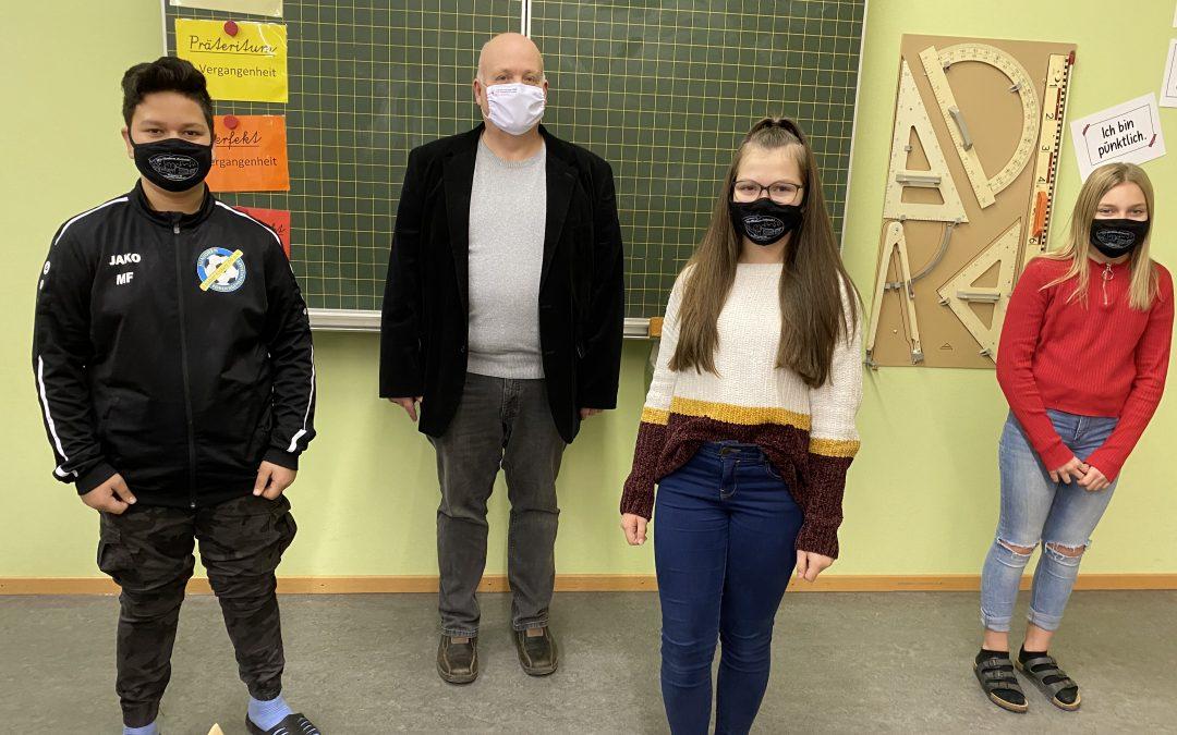 Förderverein spendet Masken für die Schüler